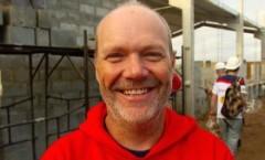 Jon Burns - Convirtió a hinchas del fútbol en soldados del bien